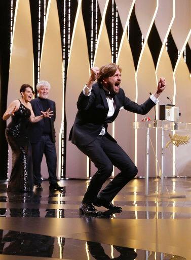 Gana 'The Square' la Palme d'Or; en el film Ruben Östlund retrata las disfunciones sociales