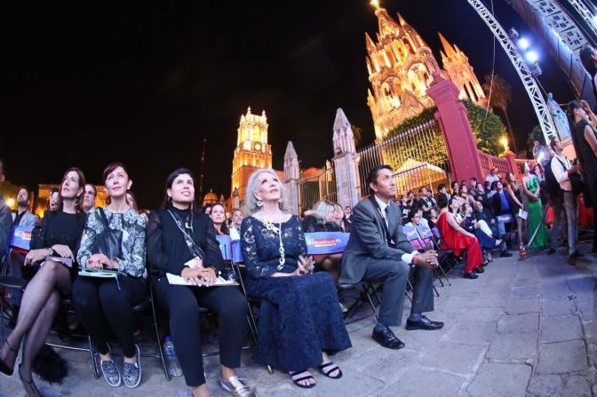 Isela Vega recibe nuevo reconocimiento; ahora la Cruz de Plata en Guanajuato