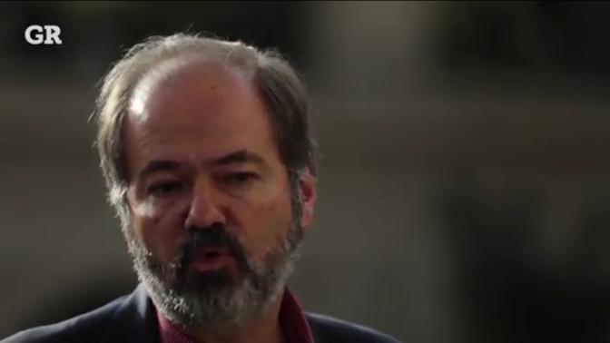"""Los 61 años de Juan Villoro con """"El puño en alto"""""""