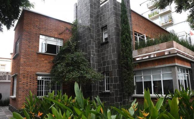 España entrega a México casa del cineasta Luis Buñuel
