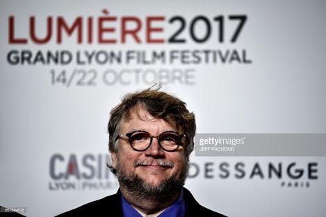 Guillermo del Toro devela placa en la Casa de los hermanos Lumiere