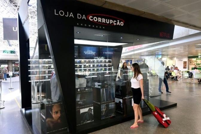 """Netflix abre cadena de """"tiendas de la corrupción"""" en aeropuertos de Brasil"""